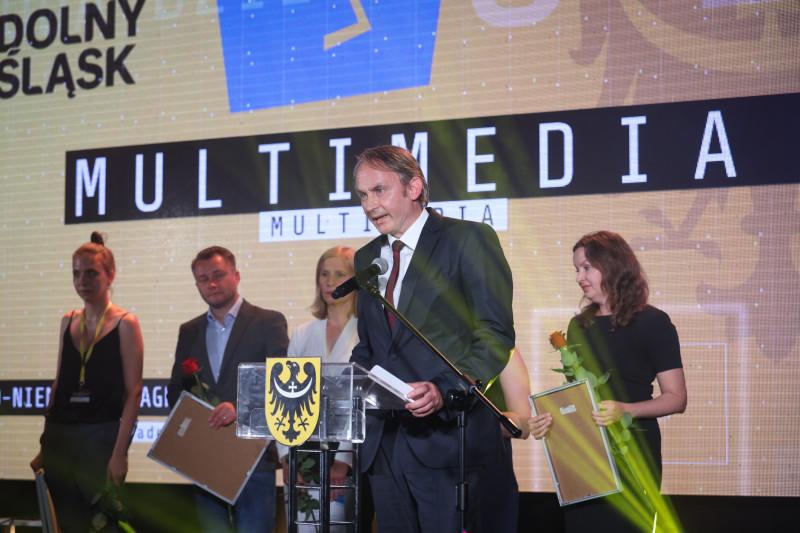 Sensibilität, neue Perspektiven, unkonventionelle Sicht auf Themen – während der feierlichen Gala im Schlosshotel Zamek Topacz wurde der Deutsch-Polnische Tadeusz-Mazowiecki-Journalistenpreis verliehen.